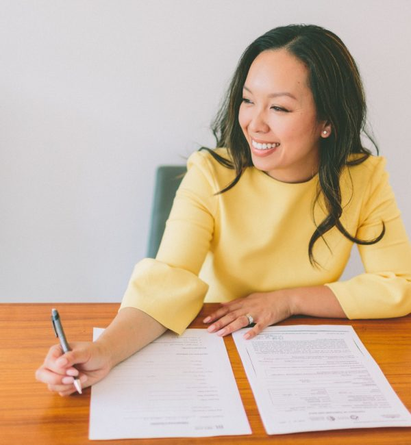 business-working-young-woman-office-writing-paperwork-woman-happy-studying_t20_JYrxao